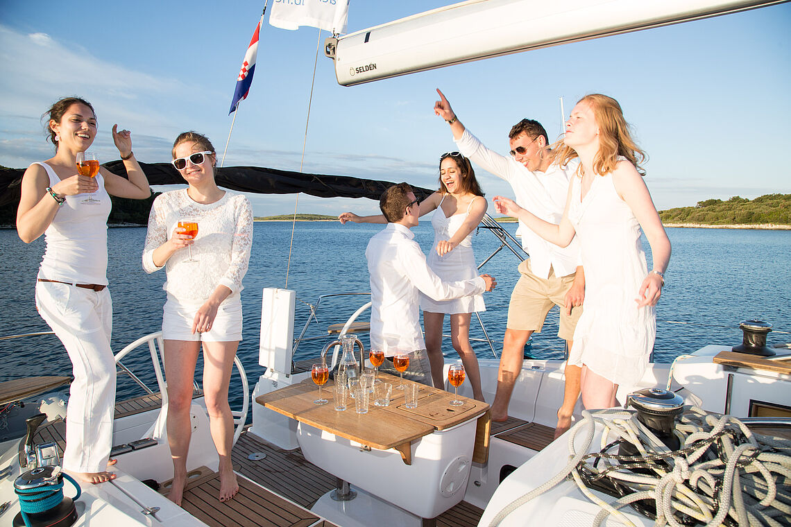 Party with friends on the yacht